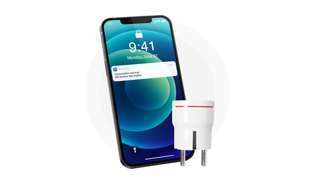 White french relax smart plug with a black smartphone showing the power consumption notification