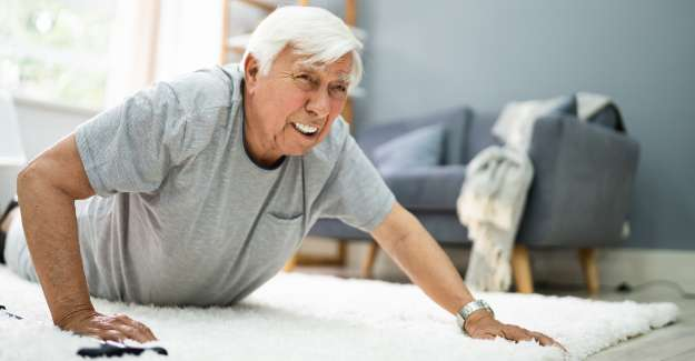 Old man fell in his living room has difficulty to stand up